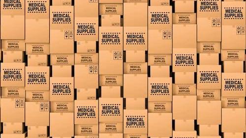 Riesige Menge der Kartons mit medizinischem Zubehör und Spenden
