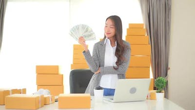 Young asian woman with a lot of money and cash