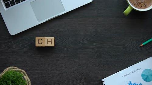 Fordern Sie Wort aus Würfeln heraus, überwinden Sie Schwierigkeiten beim Erreichen von Zielen