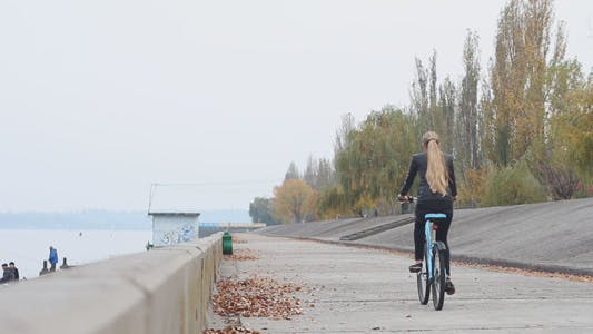 Cover Image for Girl Rides a Bicycle 7