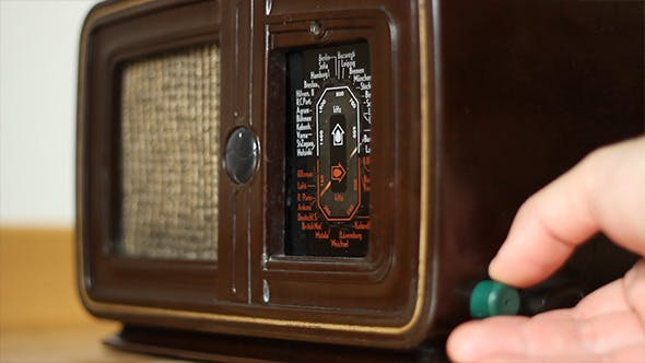 Thumbnail for Tunning Vintage Radio