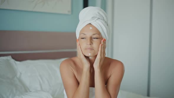 Thumbnail for Skin Care After Shower