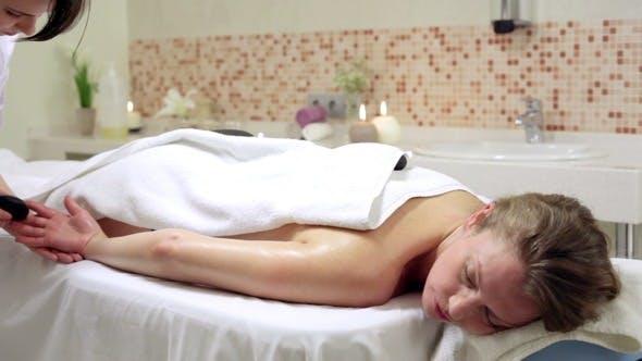 Thumbnail for Frau genießen Stein Therapie