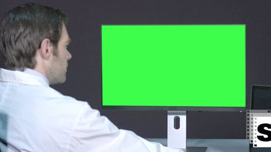 Cover Image for Male Doctor Working With Green Screen