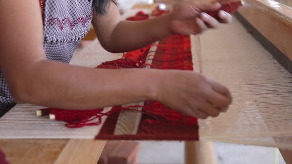 Thumbnail for Weaving Traditional Mexican Carpet