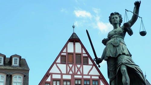 Justizskulptur in Frankfurt