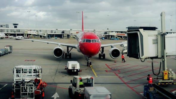 Thumbnail for Plane Arrival 04