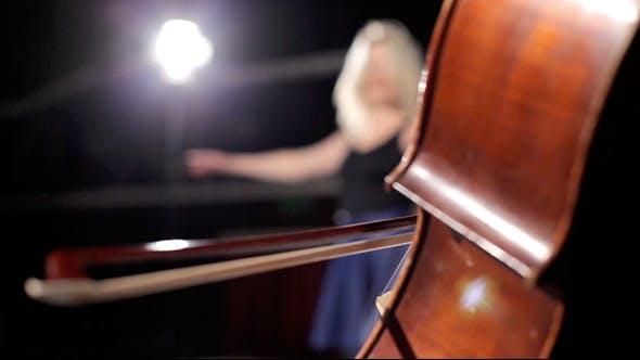 Thumbnail for Mädchen tanzen auf der Bühne