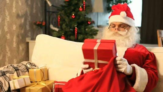 Thumbnail for Weihnachtsmann mit Geschenken