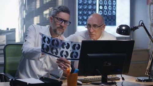 Doctors Analyzing x Ray