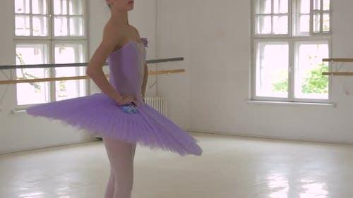Ballerina doing pointe
