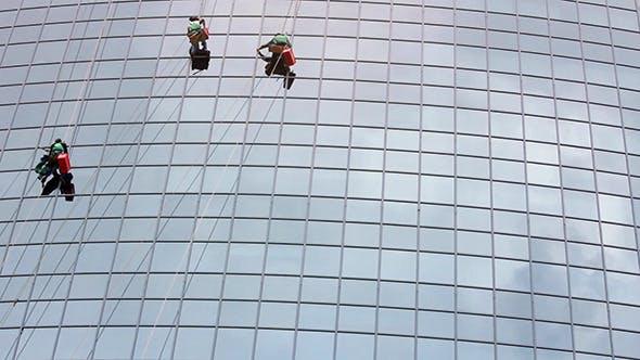 Thumbnail for Fensterreiniger bei der Arbeit auf Wolkenkratzer