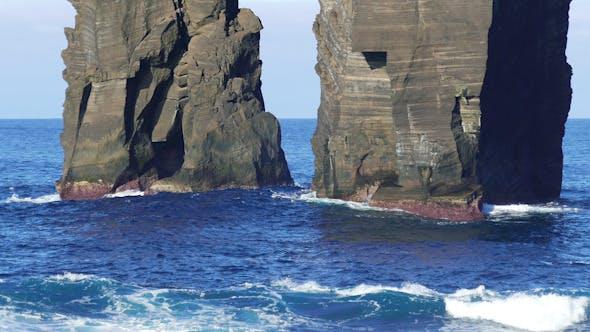 Thumbnail for Wellen Atlantik brechen auf Klippe
