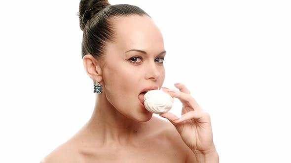 Thumbnail for Frau mit Marshmallow
