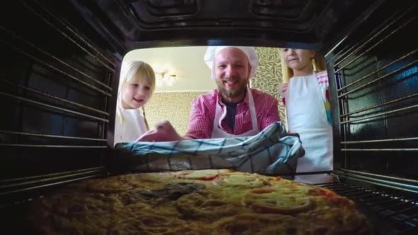 Cover Image for Pizza for Family Dinner
