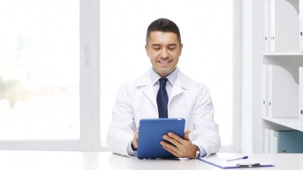 Cover Image for Doctor With Tablet Pc And Clipboard In Hospital