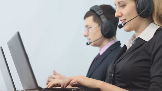 Cover Image for Call Center Operators