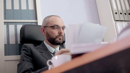 Papier froissé homme d'affaires