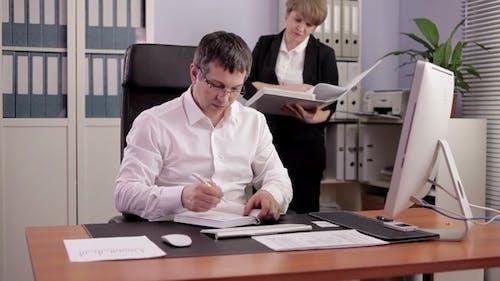 Finanzbeauftragter bei der Arbeit