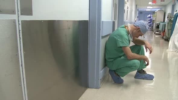 Stressé jeune médecin