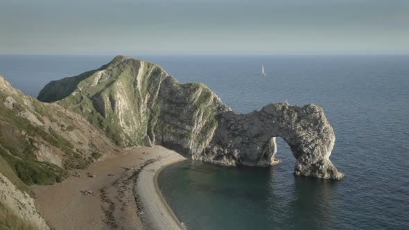 Cover Image for Timelapse Of The Stunning And Dramatic Coastline At Durdle Door On The Dorset Coast, England 3