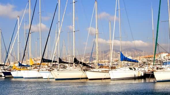 Thumbnail for Zeitraffer von Yachten und Boote in einem Kleinen Hübschen Hafen In Marseille, Frankreich 1
