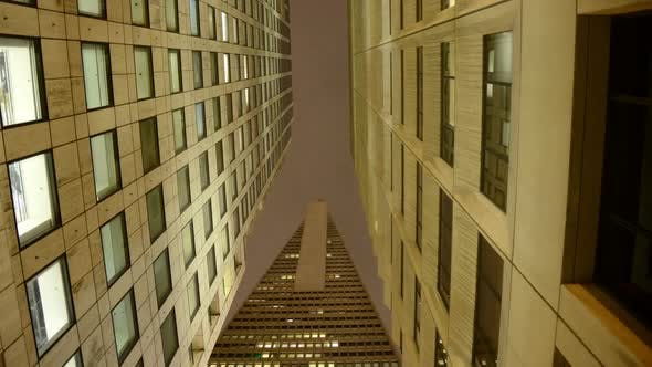 Cover Image for The Transamerica Building At Night In San Francisco 2