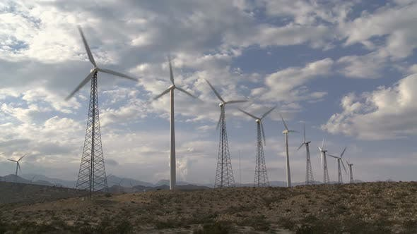 Thumbnail for Power Windmühlen in der California Wüste bei Sonnenuntergang 2