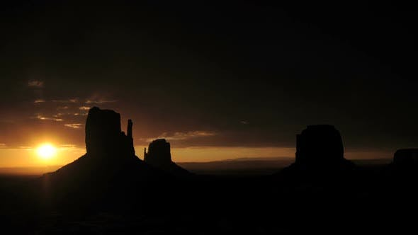 Thumbnail for Monument Valley Sunrise  Pretty - Clip 2