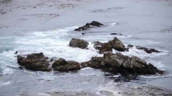 Cover Image for Waves Crashing On Rocks - Big Sur 2
