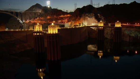 Cover Image for Hoover Dam -  Day To Night
