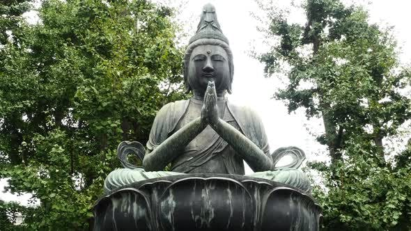 Cover Image for Zoom Out Of Statue Of Buddha At Sensoji Temple  -  Tokyo Japan