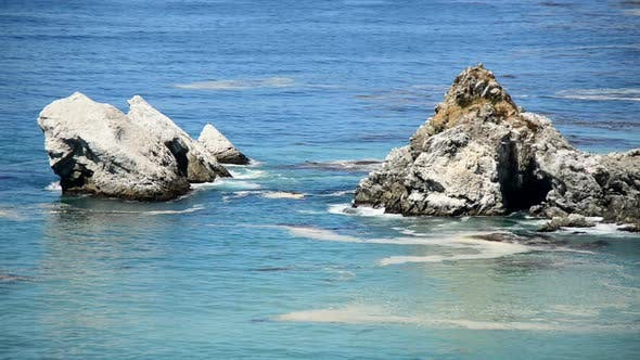 Cover Image for Pacific Ocean Waves Crashing On Rocks - Big Sur 4