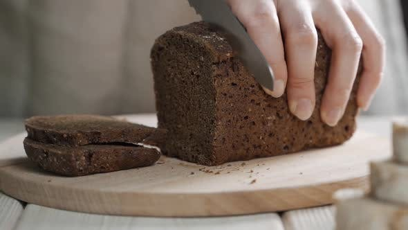Thumbnail for Brotbrot Makro Shot, Kochen geröstetes Brot, Zeitlupe