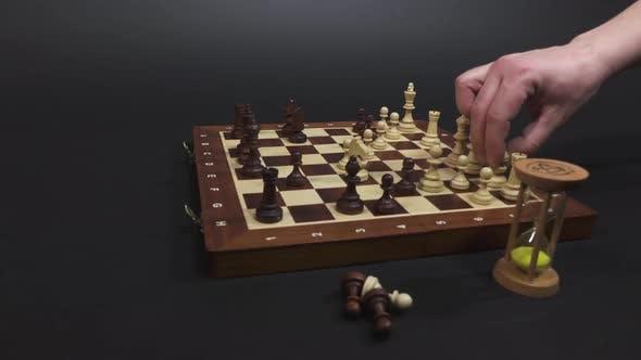 Thumbnail for Schachspiel Spielstrategie mit Sand Uhr