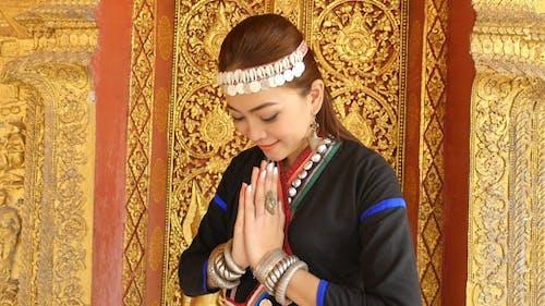 Khmu Woman Hands Of Pay Obeisance