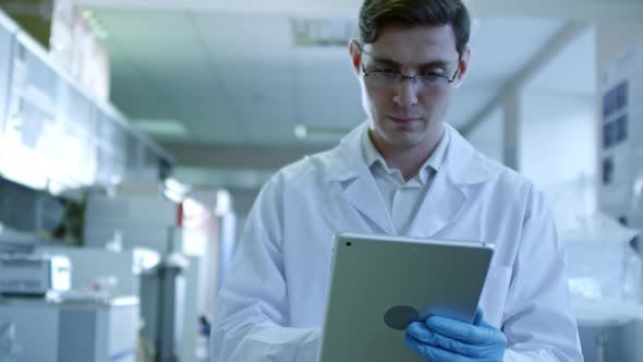 Thumbnail for Using Tablet Computer in Laboratory