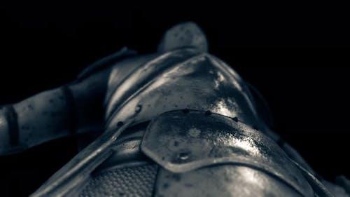 Железный средневековый рыцарь броня 4k