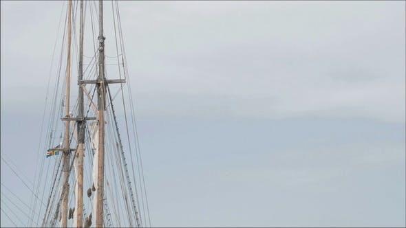 Schiff auf Dock auf dem Hafen