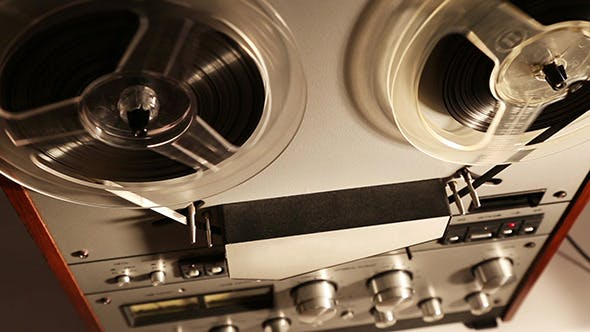 Thumbnail for Old Reel Tape Recorder mit Spinnrollen