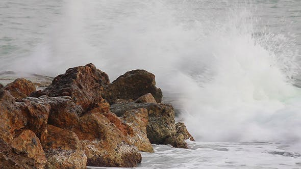 Cover Image for Sea Waves Breaking On Rock