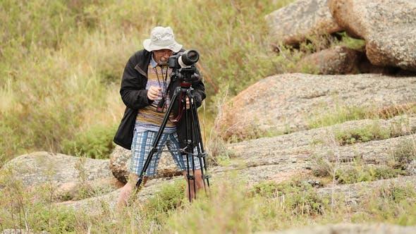Cover Image for Man Shoots Landscapes 04