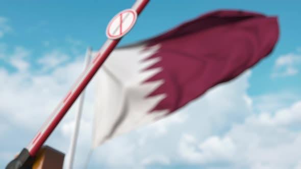 Barrier Gate ohne Einwanderungszeichen bei Flagge von Katar geschlossen