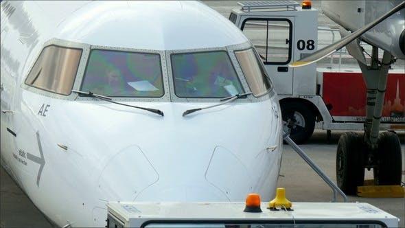 Ein Privatflugzeug auf dem Flughafen in London