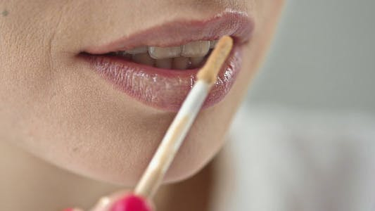 Thumbnail for Lip Gloss Application