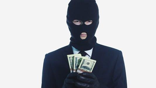 Thumbnail for Täter zeigt das gestohlene Geld