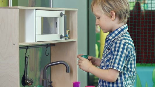 Cover Image for Toy Kitchen Set
