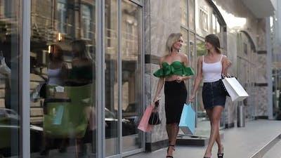 Women brag about shopping, girls on shopping