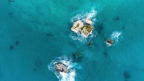 Luftaufnahme Sonniger Tag über Meer oder Meer Urlaub und Entspannung an einem abgeschiedenen Ort Sommer Seelandschaft