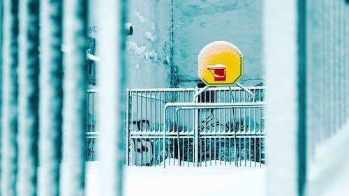 Basketballplatz im winter